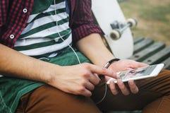 Deskorolkarza stylu życia relaksu Aktywny Sportowy pojęcie zdjęcia royalty free