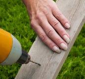 deskowego świderu żeńska ręka Fotografia Stock
