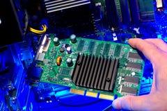 deskowego obwodu komputerowa ręki instalaci naprawa Fotografia Stock