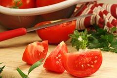 deskowi tnący pomidory Obrazy Royalty Free