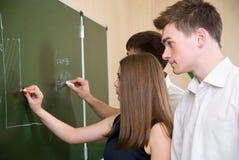 deskowy problem rozwiązuje uczni Zdjęcia Stock