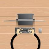Desktop ο σύγχρονος τερματικός σταθμός υπολογιστών δίνει το πληκτρολόγιο δακτυλογράφησης ελεύθερη απεικόνιση δικαιώματος