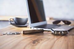 Desktop com lado dos artigos Imagem de Stock
