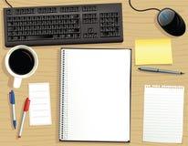 Desktop com o bloco de notas encadernado do anel Fotografia de Stock Royalty Free