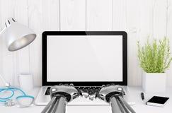 desktop computer medico con la battitura a macchina delle mani del robot Fotografie Stock Libere da Diritti