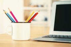 Desktop con la tazza del ferro Fotografia Stock Libera da Diritti