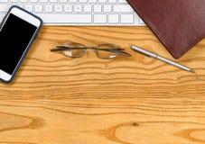 Desktop met basispunten voor het werken in bureau royalty-vrije stock afbeelding
