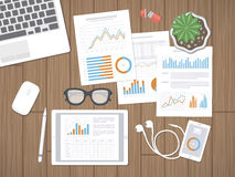 Desktop met financiële documenten Boekhouding, analyse, rapport of planningsconcept vector illustratie