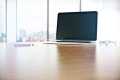 Desktop met notitieboekje Stock Foto