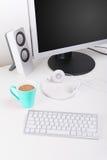 Desktop minimalista home moderno do espaço de trabalho Imagem de Stock Royalty Free