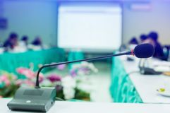 Free Desktop Wireless Conference Microphones With Blurry Business Group In A Meeting Room, Microphone On The Desk In Meeting Room With Royalty Free Stock Images - 152782599