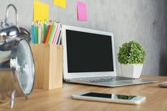 Desktop z laptopem zdjęcie royalty free