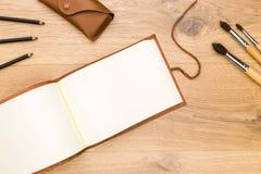 Desktop z otwartym notepad zdjęcia stock