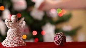 Deslizamento na frente dos ornamento do Natal filme
