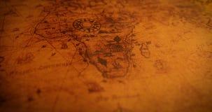 Deslizamento sobre o mapa do mundo antigo vídeos de arquivo