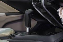 Deslocamento de engrenagem automático do carro moderno Fotografia de Stock