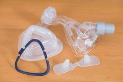 Desmontaje de la máscara de CPAP Foto de archivo