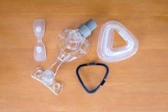 Desmontaje de la máscara de CPAP Fotos de archivo libres de regalías