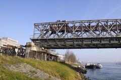Desmontando el Stary la mayoría del puente en Bratislava Imagenes de archivo