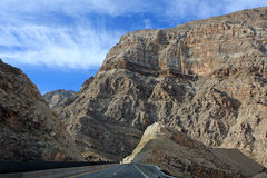 Desolate road through desert mountains Royalty Free Stock Photos