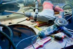 Desordem desarrumado da melhoria Home com ferramentas espanadas Fotografia de Stock Royalty Free
