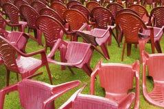 Desordem e mess nas cadeiras Fotografia de Stock