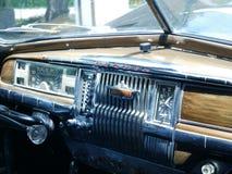 DeSoto 1949年大型高级轿车仪表板在利马 免版税库存图片