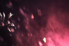 Despe?a a mostra Fundo da noite Fogos-de-artif?cio Fundo bonito firework Celebra??o do Natal e do ano novo na queda brilhante foto de stock