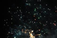 Despe?a a mostra Fundo da noite Fogos-de-artif?cio Fundo bonito firework Celebra??o do Natal e do ano novo na queda brilhante foto de stock royalty free