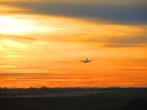 Despegue de la puesta del sol Foto de archivo