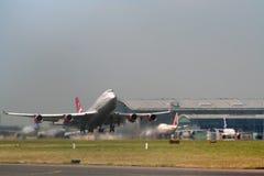 Despegue de los aviones Fotografía de archivo libre de regalías