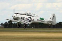 Despegue de los aviones de Harvard Warbird imágenes de archivo libres de regalías