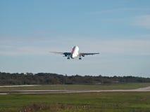 Despegue del aeroplano Imágenes de archivo libres de regalías