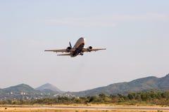 Despegue del aeroplano Fotos de archivo libres de regalías