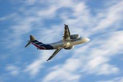 Despegue del avión de Cubana Imagenes de archivo