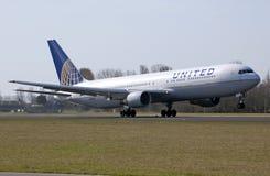 Despegue unido de Boeing 767 Imagenes de archivo