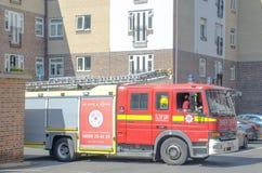 Despejar da ambulância do corpo dos bombeiros de Londres da estrada foto de stock royalty free