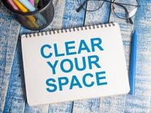 Despeje su espacio, concepto de motivaci?n de las citas de las palabras fotografía de archivo libre de regalías
