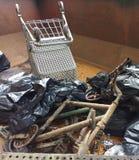 Despejo ilegal, lixo em um contentor recolhido durante uma limpeza do rio Fotografia de Stock Royalty Free