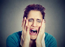 Desperacki młoda kobieta płacz zdjęcia royalty free