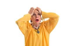 Desperat kvinna som rymmer hennes huvud Arkivfoton