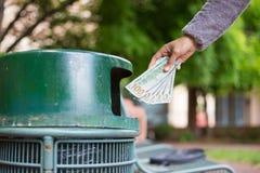 Desperdício de dinheiro fotografia de stock royalty free