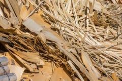 desperdício de madeira e aparas de madeira processados Fotografia de Stock Royalty Free