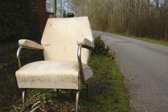 Desperdício incomum de uma poltrona na estrada Foto de Stock