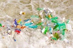 Desperdício plástico dos frascos Fotos de Stock Royalty Free