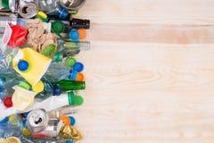 Desperdícios no fundo de madeira com espaço da cópia Imagens de Stock Royalty Free