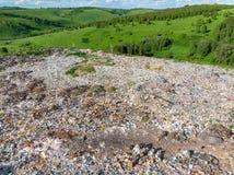 Desperdice o lixo da pilha do agregado familiar da descarga de lixo, fundo aéreo da vista superior Esforço ambiental do conceito  imagem de stock