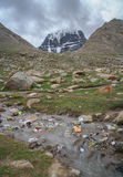 Desperdicios cerca del monte Kailash santo Foto de archivo
