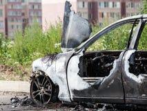 Desperdicios quemados fuego del vehículo del coche de la rueda del incendio provocado Foto de archivo libre de regalías