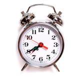 Despertador an?logo del vintage de Solated en un fondo blanco Siete cuarenta est?n en el despertador fotos de archivo